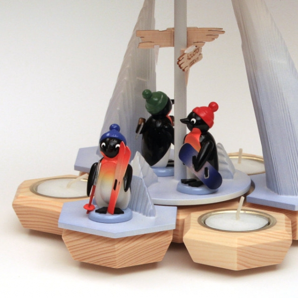 "Pyramide ""Pinguine Wintersportler"""